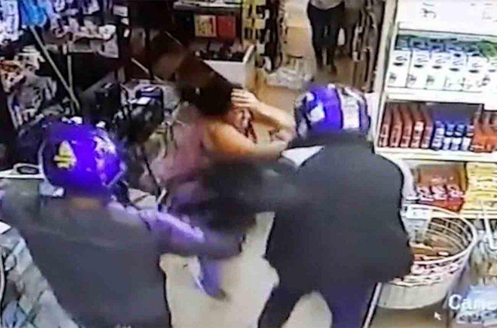 Brutal asalto a un comercio dejó un hombre herido de bala y una mujer con un corte en la cabeza