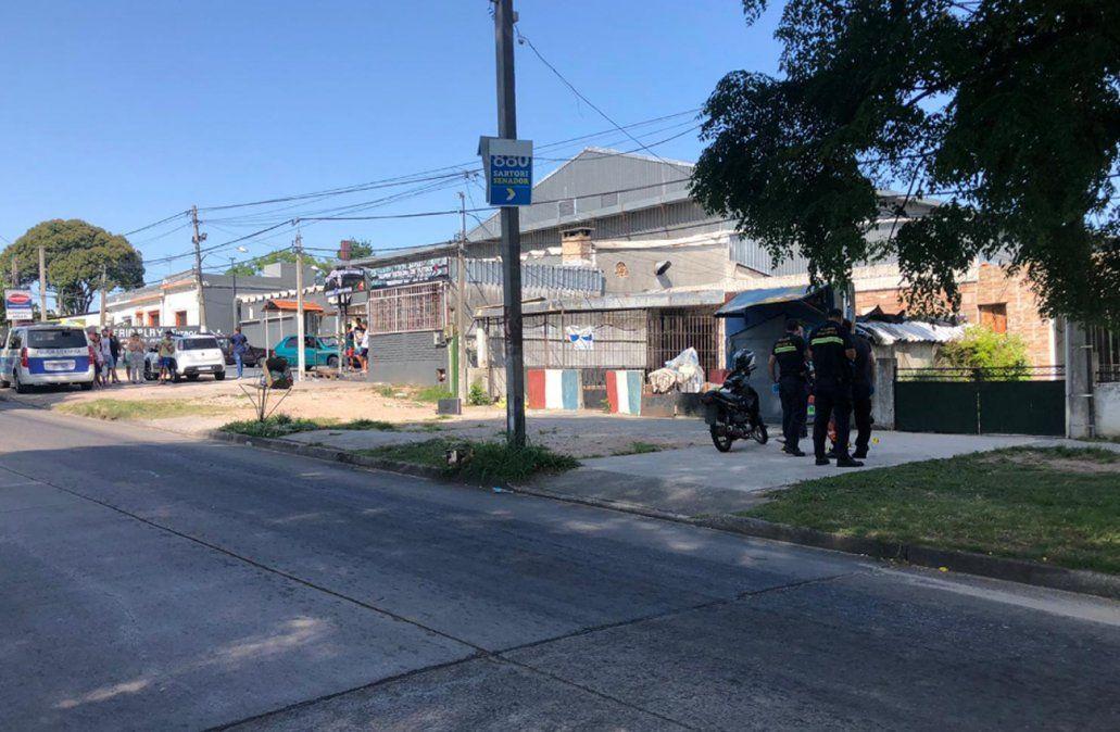 Un policía fue herido de tres disparos, uno en la cabeza, en el barrio Villa Española