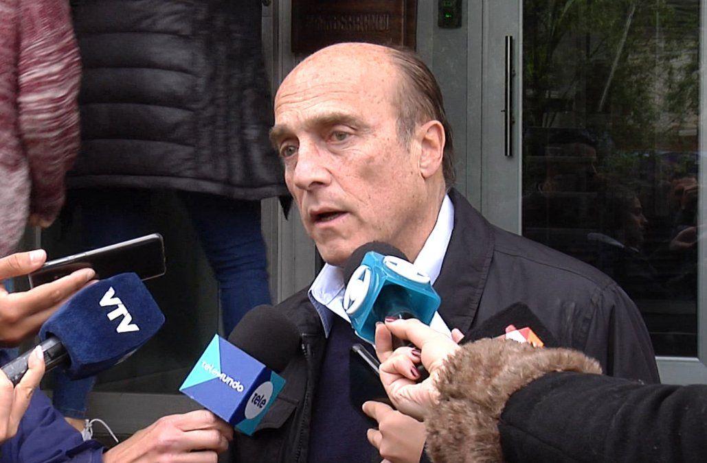 Martínez suspendió su campaña y se mostró partidario de aplazar las elecciones