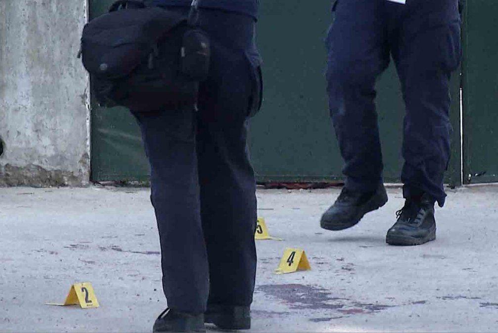 Adolescentes permanecen detenidos por el atentado a balazos contra el policía en Villa Española