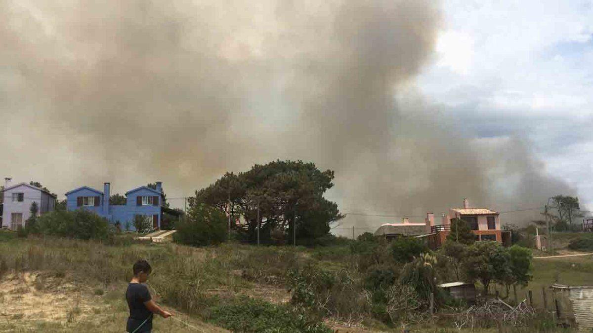 Incendio en Punta del Diablo afectó 200 hectáreas y no está controlado