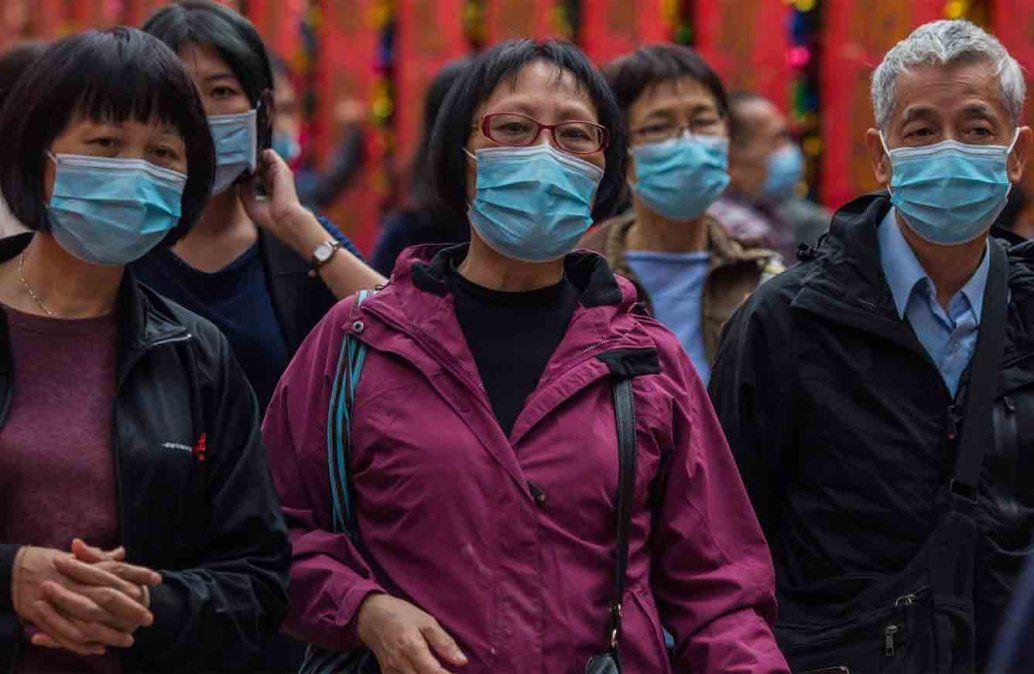 El nuevo coronavirus deja ya más de 300 muertos, el primero fuera de China
