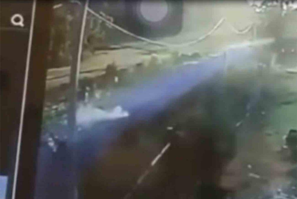 Así fue el ataque a la mujer policía con una bolsa de escombros