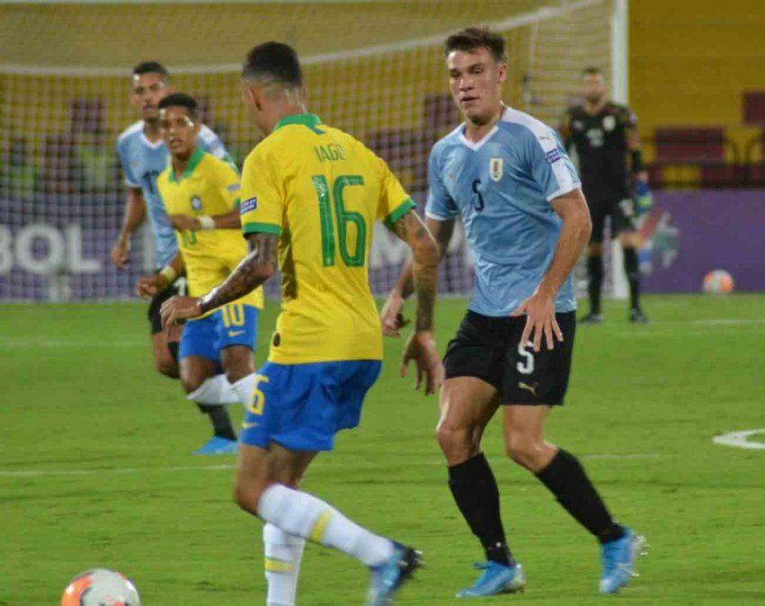 Uruguay empató 1-1 con Brasil y mantiene la posibilidad de clasificar