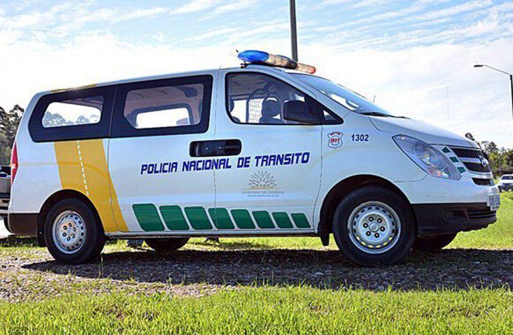Un policía de tránsito fue atropellado por un automovilista que intentó evadir un control