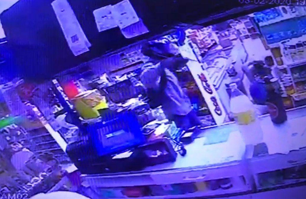 Un mismo delincuente asaltó tres veces un minimercado en los últimos quince días