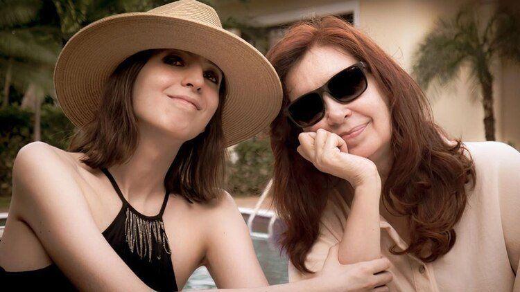 Desde Cuba, Cristina Kirchner da a conocer una foto con su hija Florencia
