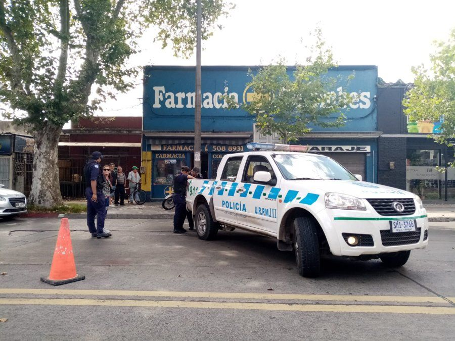 Delincuentes asaltaron una farmacia y balearon al propietario en la cabeza