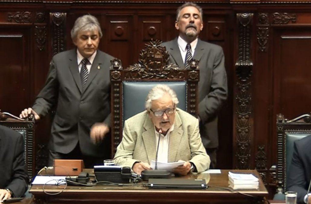 Mujica asumió la presidencia del Senado y el domingo 1 le tomará juramento a Lacalle y Argimón