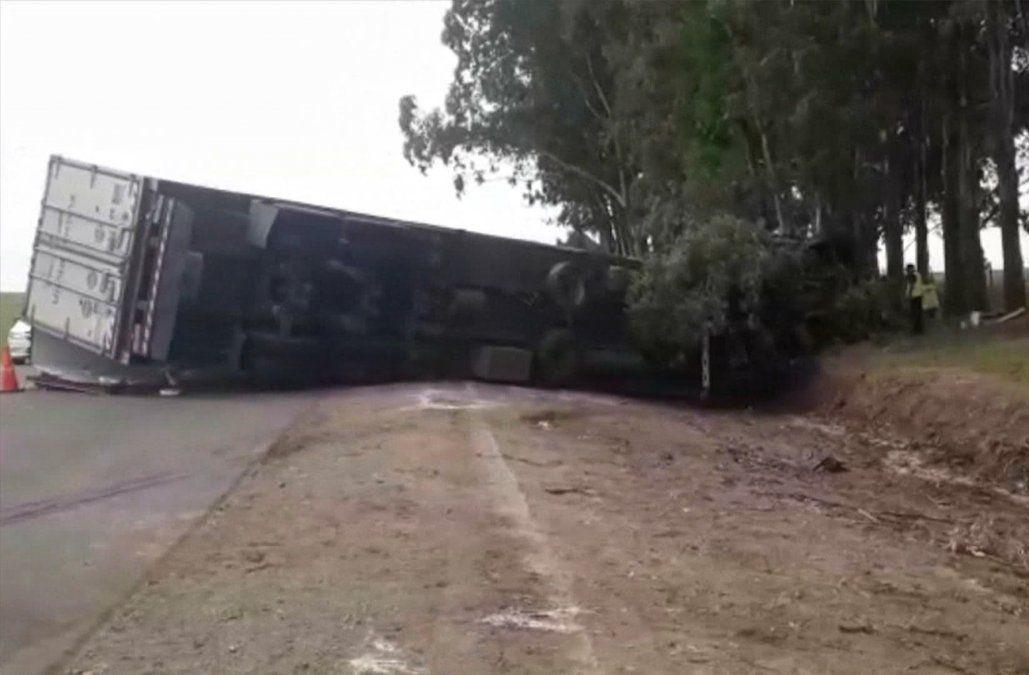 Camionero quedó atrapado 5 horas en los fierros de la cabina tras accidentarse en ruta 5