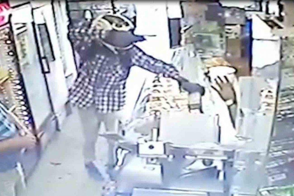 Siete ataques a policías en 12 horas: delincuentes se hicieron de cuatro armas