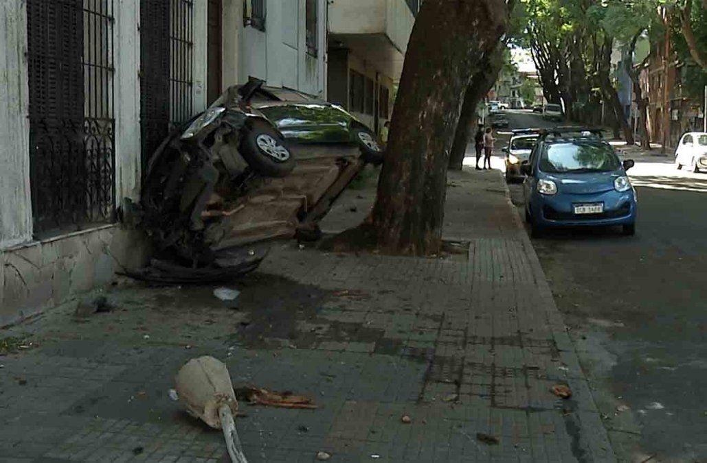 Dos ladrones robaron un auto y lo chocaron a pocas cuadras