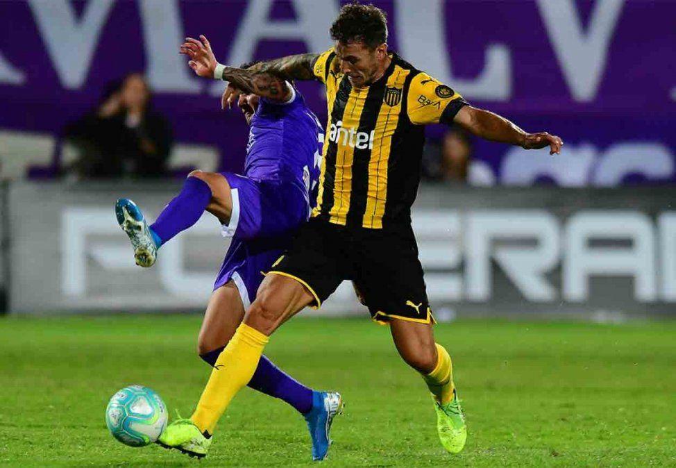 Defensor le ganó a Peñarol 2-1 en el Estadio Franzini por el Torneo Apertura
