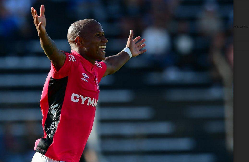 Acuña celebra el gol de Wanderers ante Danubio
