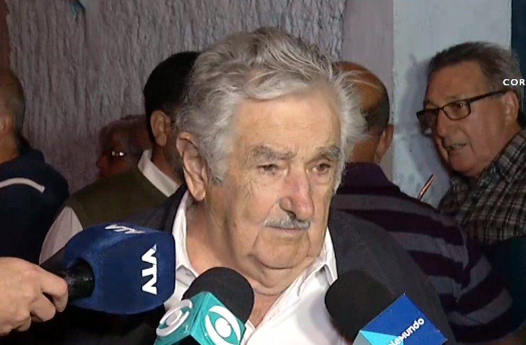 Mujica dijo que tomarle juramento a Lacalle Pou no es problema, tal vez para ellos sí