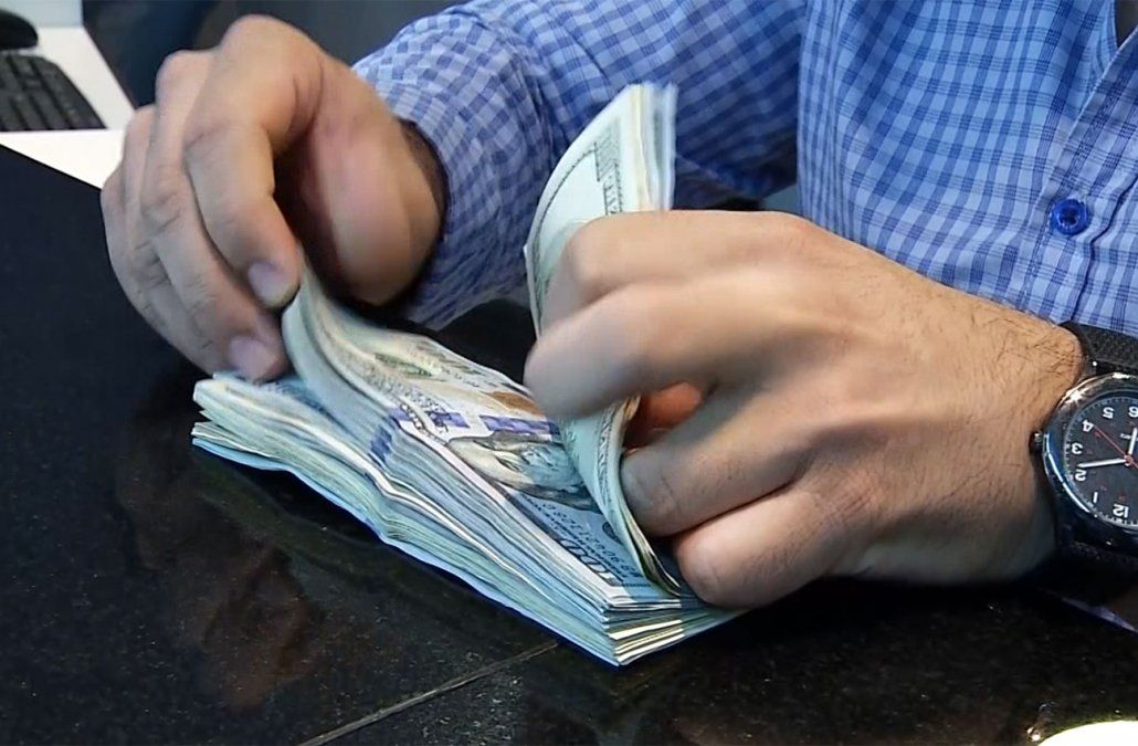 El dólar volvió a subir y cerró la semana arriba de los 40 pesos
