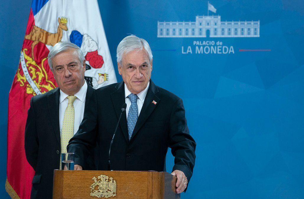 El presidente Sebastián Piñera junto al ministro de Salud