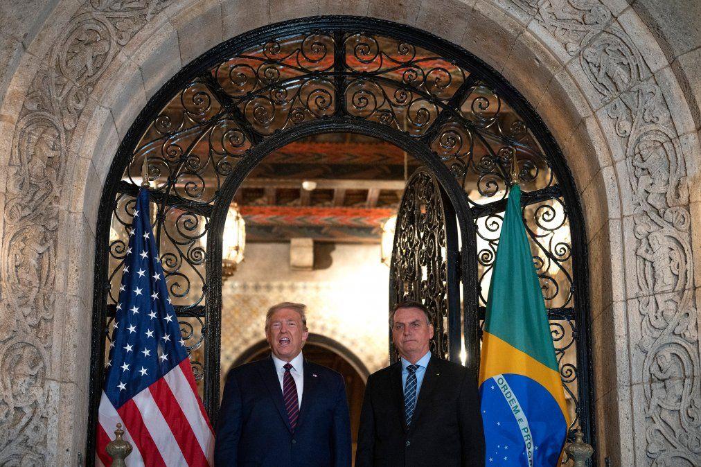 Trump y Bolsonaro en Palm Beach celebrando un acuerdo militar