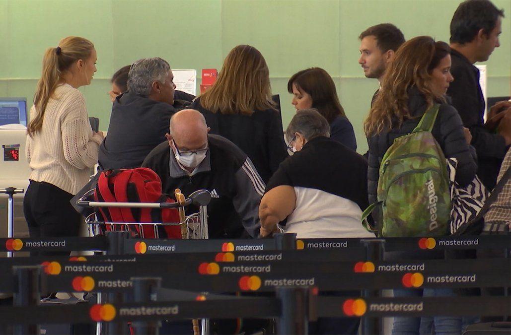 Vuelo de Iberia llegará el viernes desde Madrid con uruguayos varados por el coronavirus