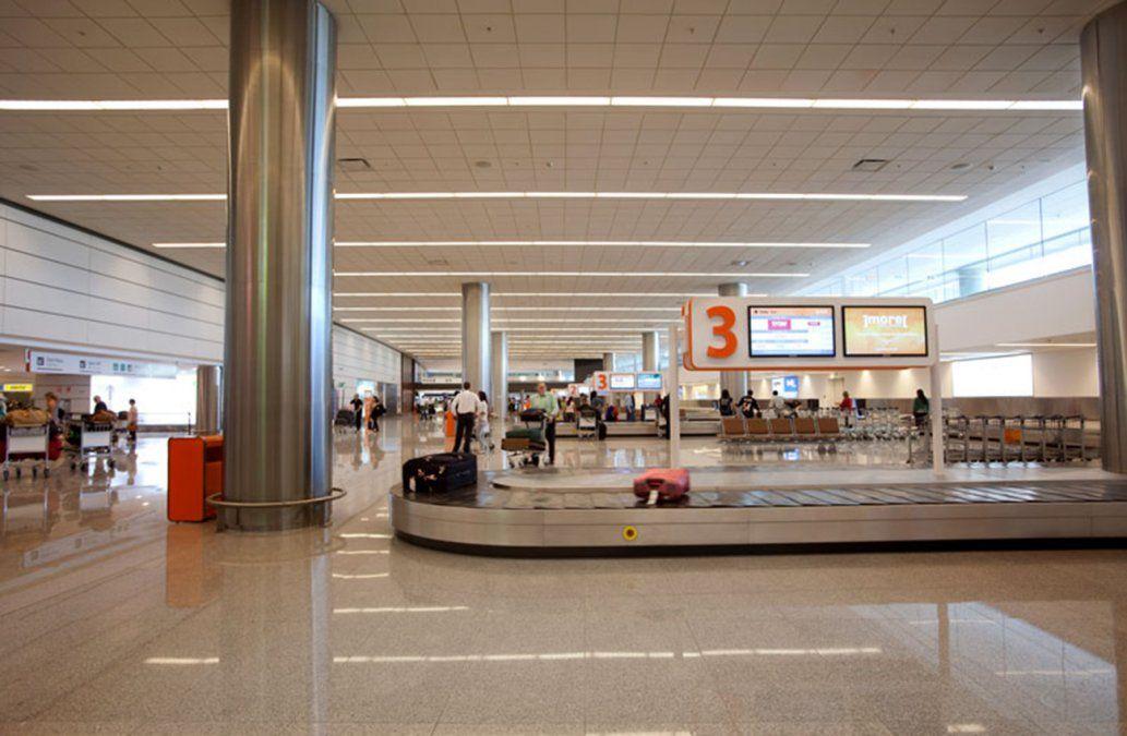 Encontraron un brasileño durmiendo en un avión en Carrasco; había ingresado ilegalmente