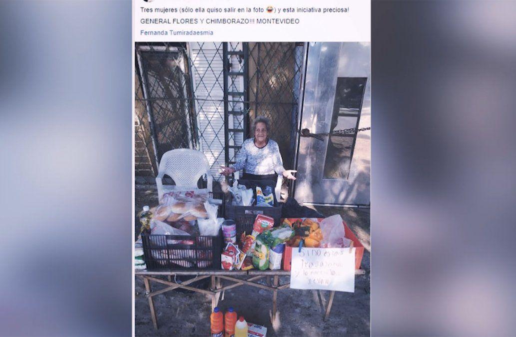 Familia solidaria dona alimentos a quienes más lo necesitan