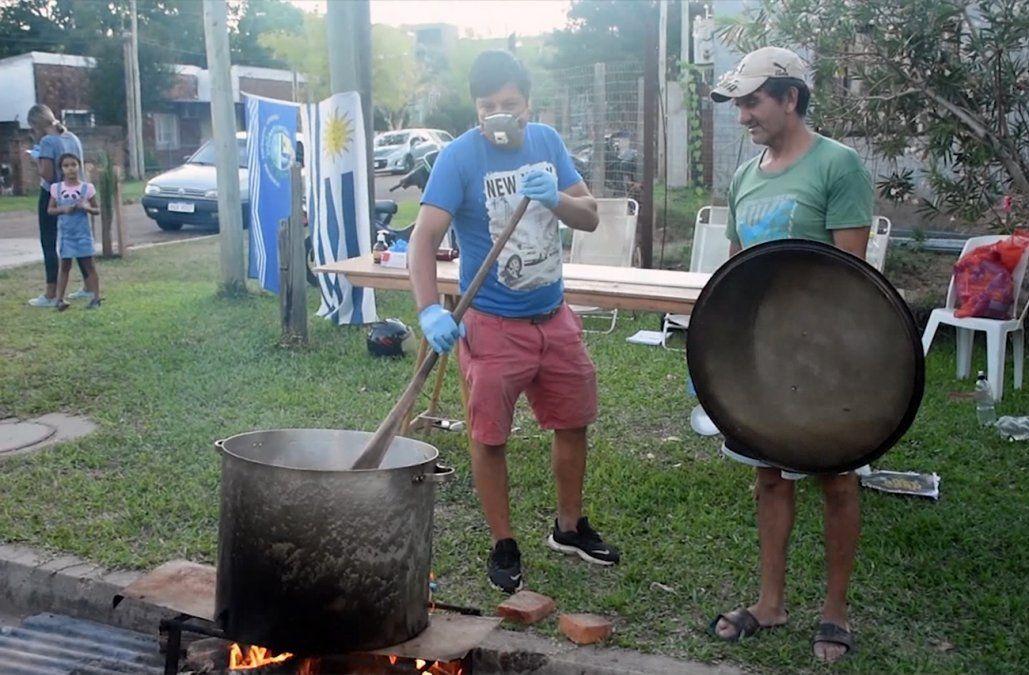 Se multiplican las ollas populares para alimentar a niños y desempleados