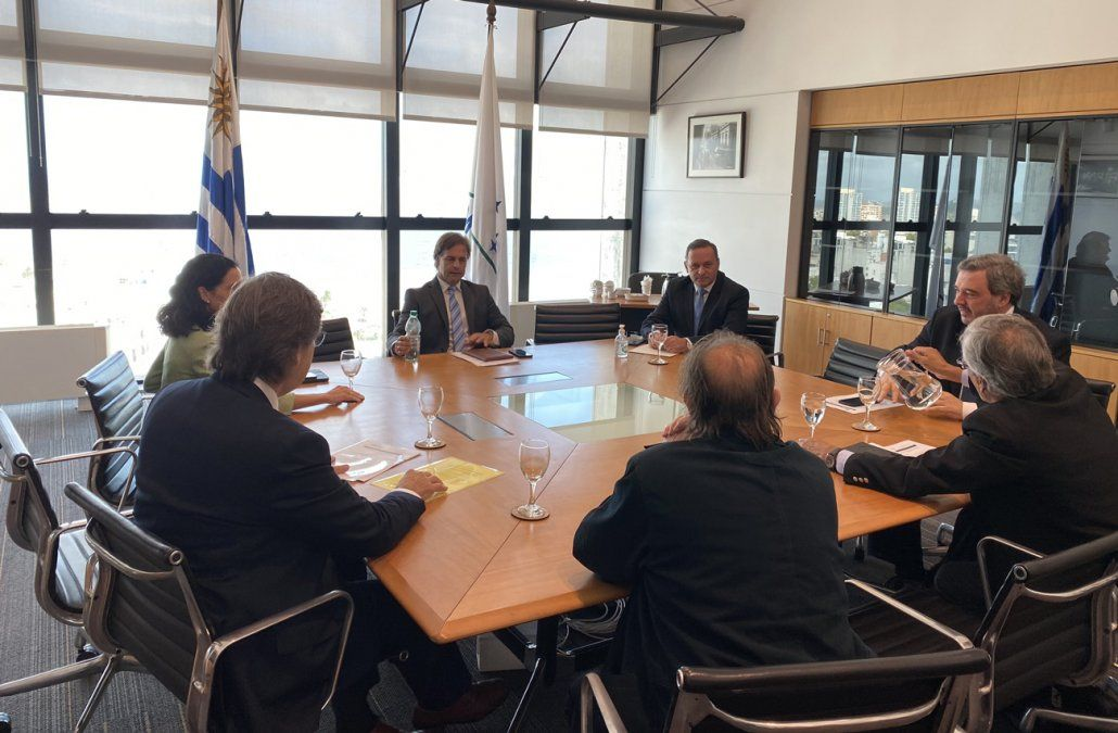 Delegación del FA se reúne con Lacalle Pou en busca de un acuerdo nacional
