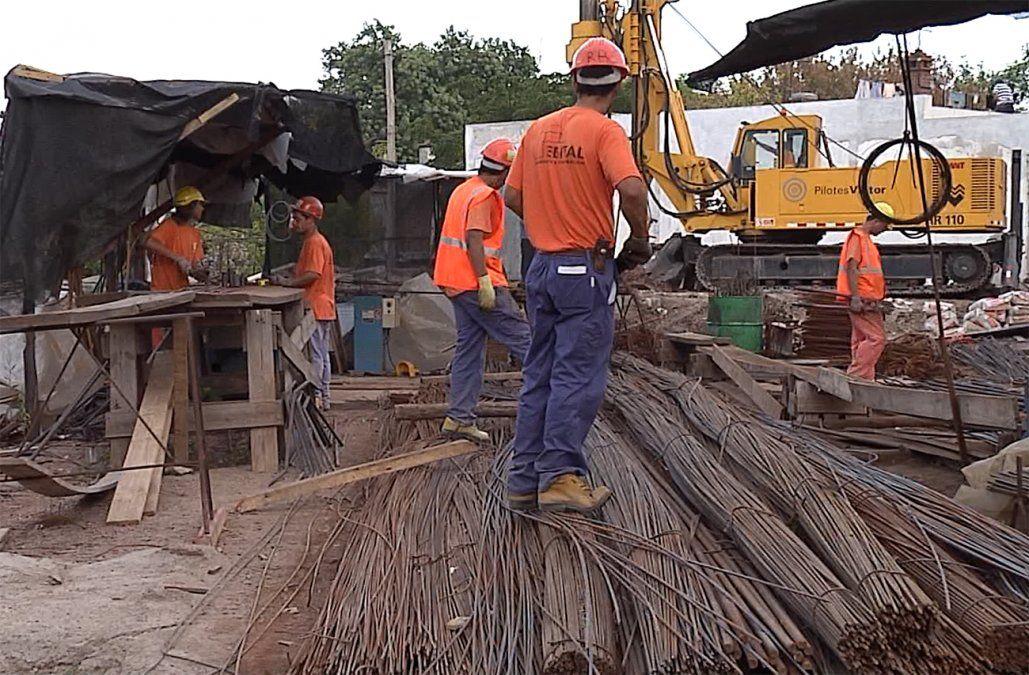Mieres confirmó que 45.000 trabajadores retornarán a la construcción este lunes
