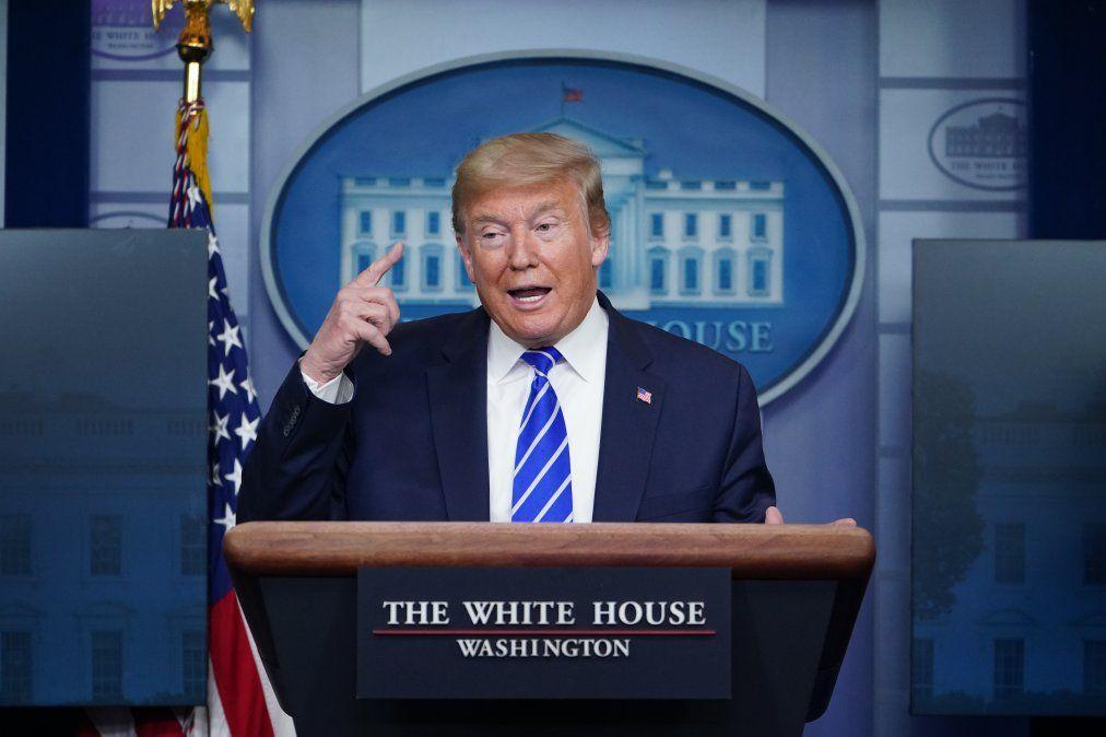 Donald Trump sugiere inyectar desinfectante y rayos ultravioletas para matar coronavirus