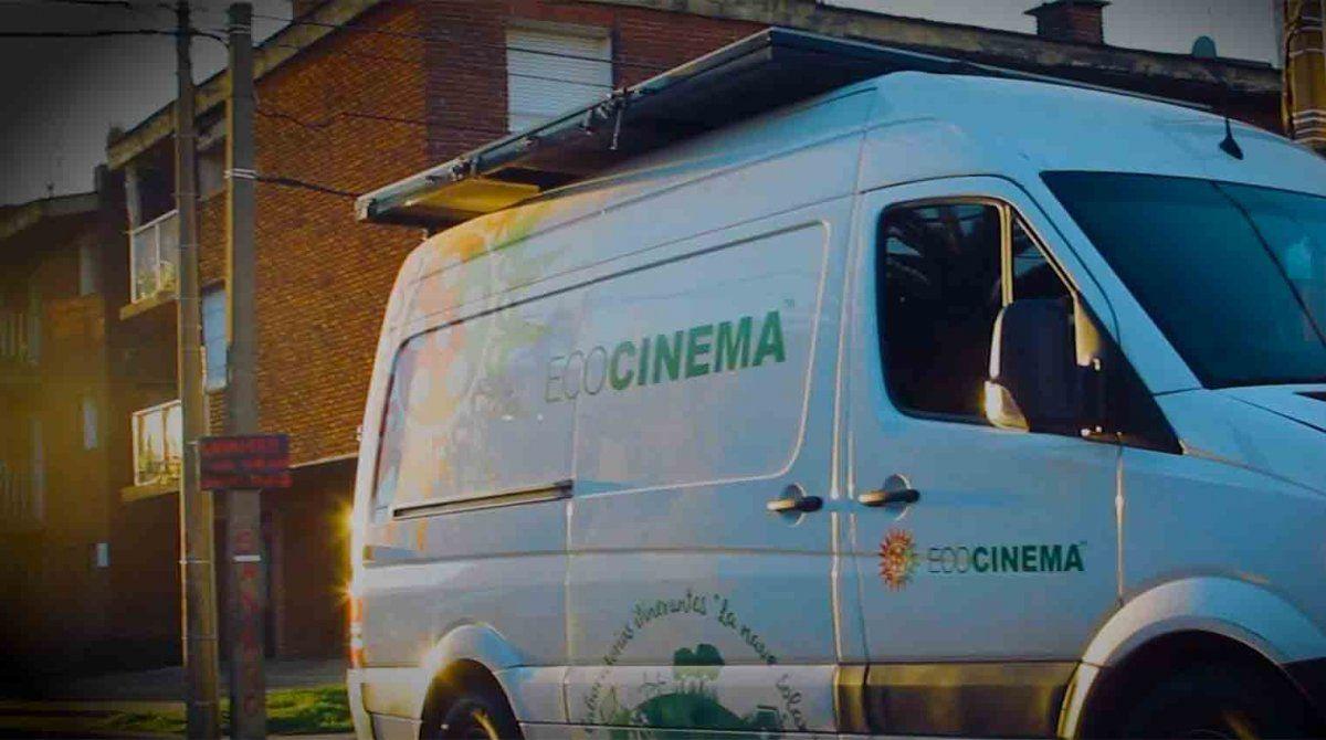 Cine solidaridad: proyectan películas al aire libre