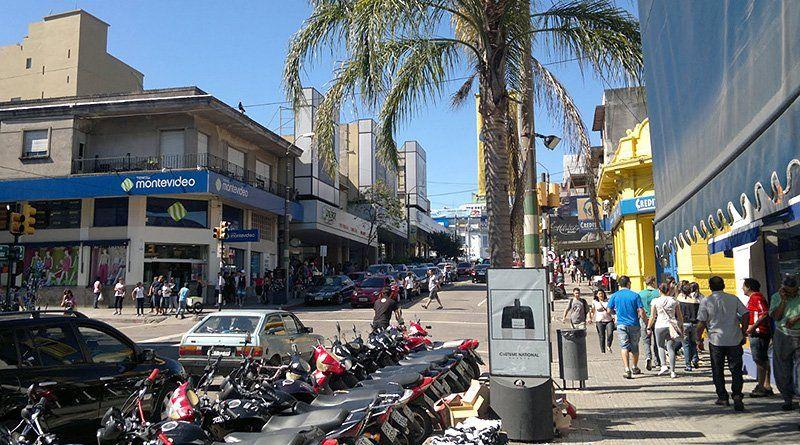 Unos 800 autos llegan desde Brasil todos los fines de semana a Rivera para compras