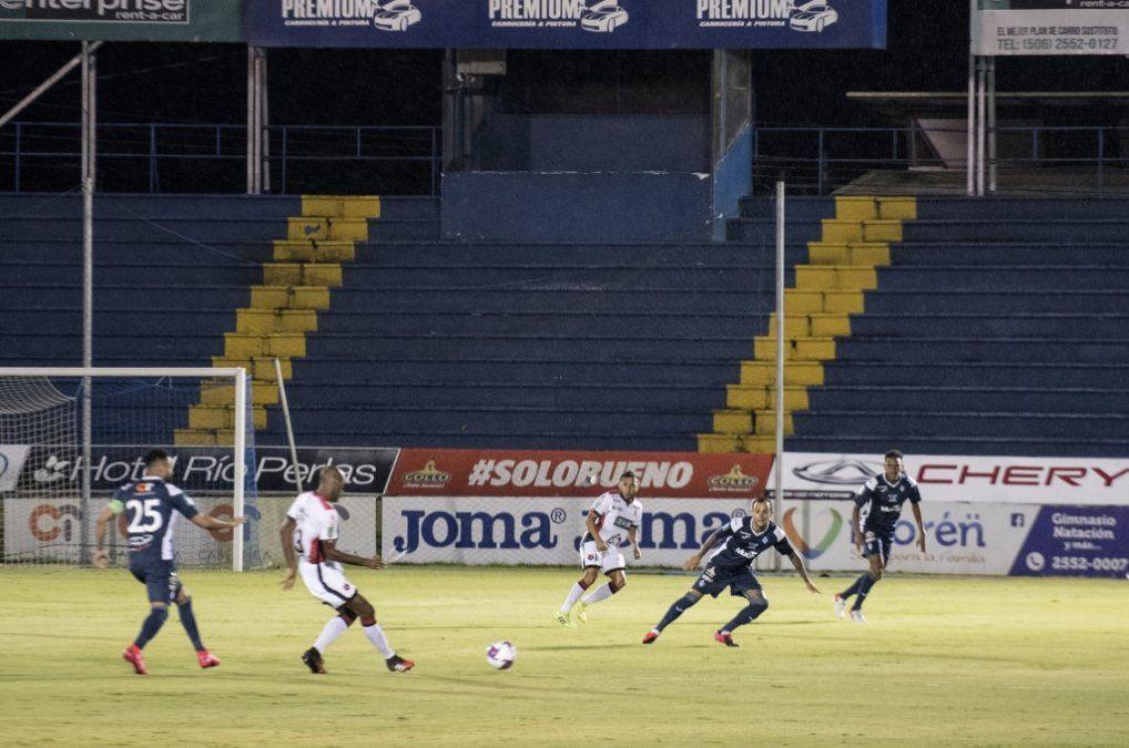 Club Sport Cartaginés se enfrentó a la Liga Deportiva Alajuelense marcando un hito en el fútbol durante la pandemia global de Covid-19.
