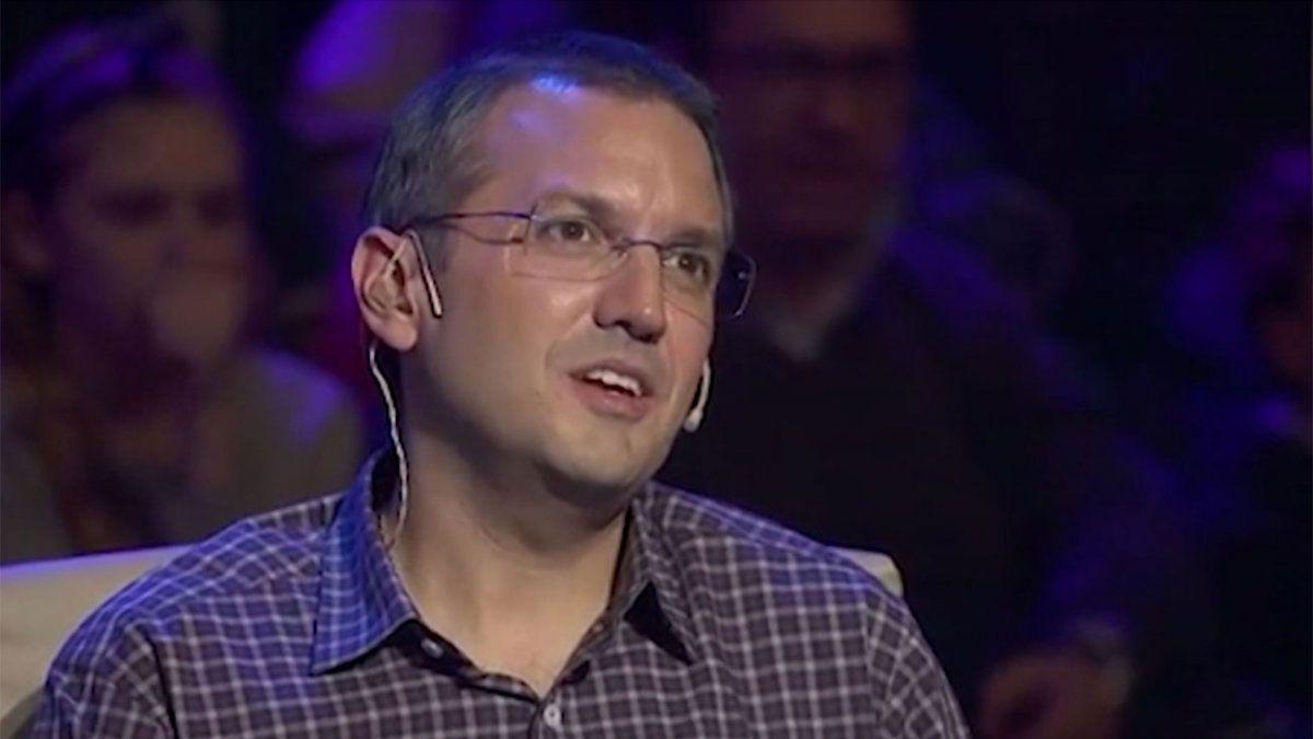 Guillermo Freijido como jurado en un programa de TV
