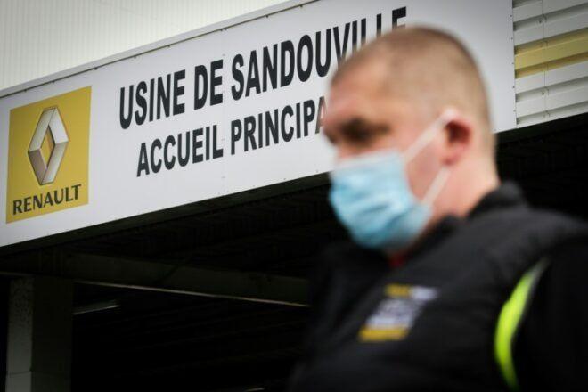 Un trabajador de la fábrica de automóviles del grupo Renault en Sandouville