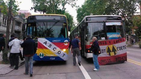 Ómnibus de cooperativas paran en Montevideo por asamblea