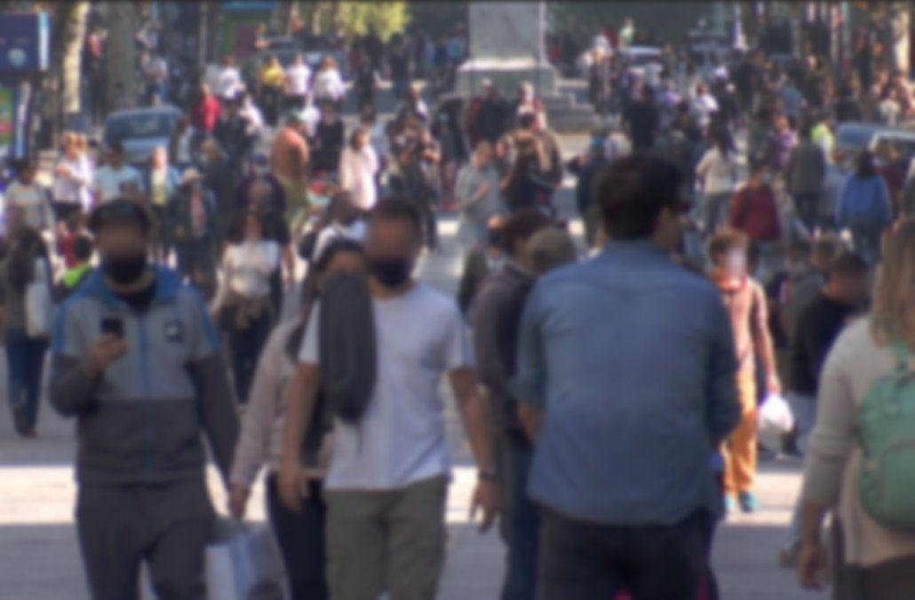 Cientos de personas se juntaron en la primera edición de 18 de Julio peatonal