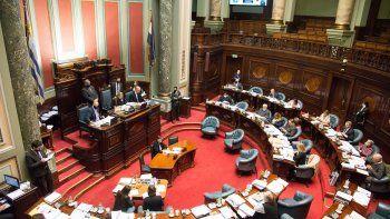 Tras 16 horas de debate, el Senado aprobó con cambios la Ley de Urgencia