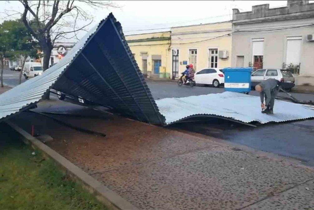 Vientos fuertes en Paso de los Toros dejaron unas 30 casas con techos volados