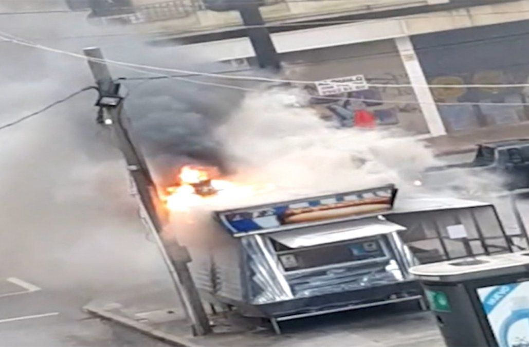 Tomó fuego un carrito de alimentos ubicado en Vázquez y 18 de julio.