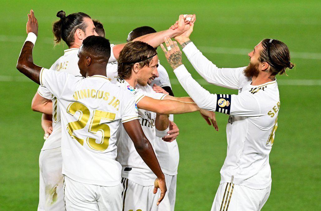 El Real Madrid se pone líder en solitario tras hundir al Espanyol