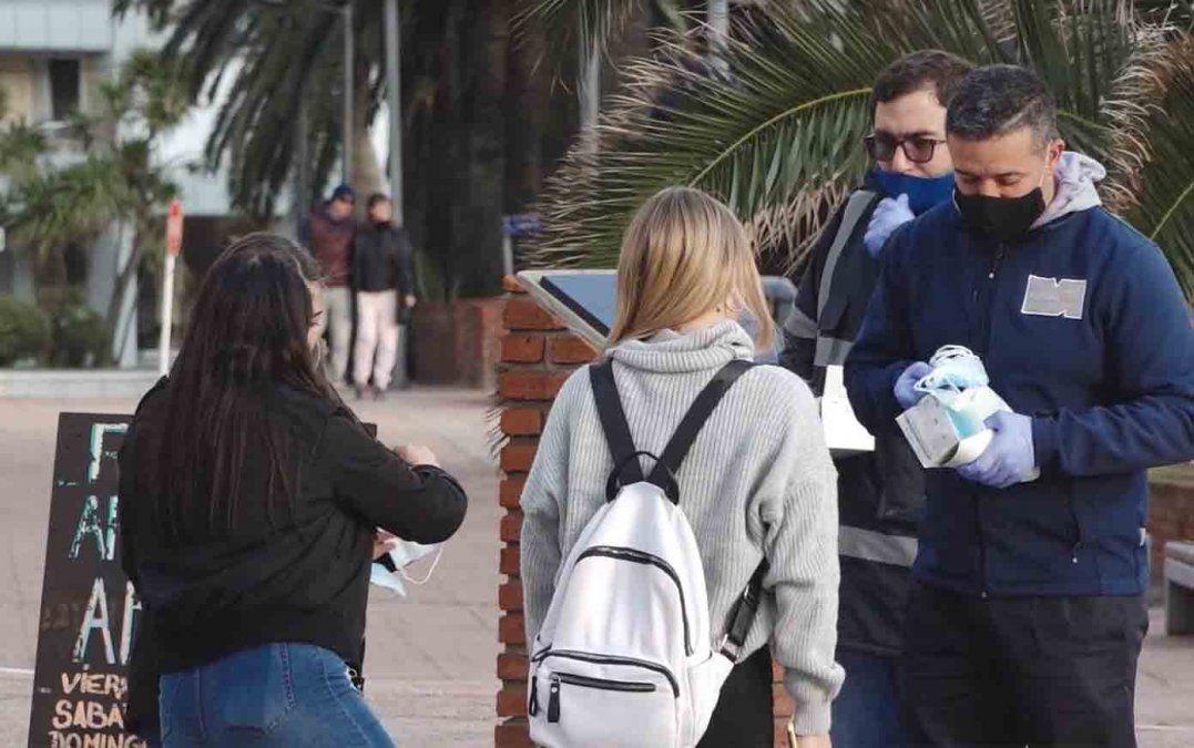Intendencia de Maldonado repartió 20 mil tapabocas en Punta del Este
