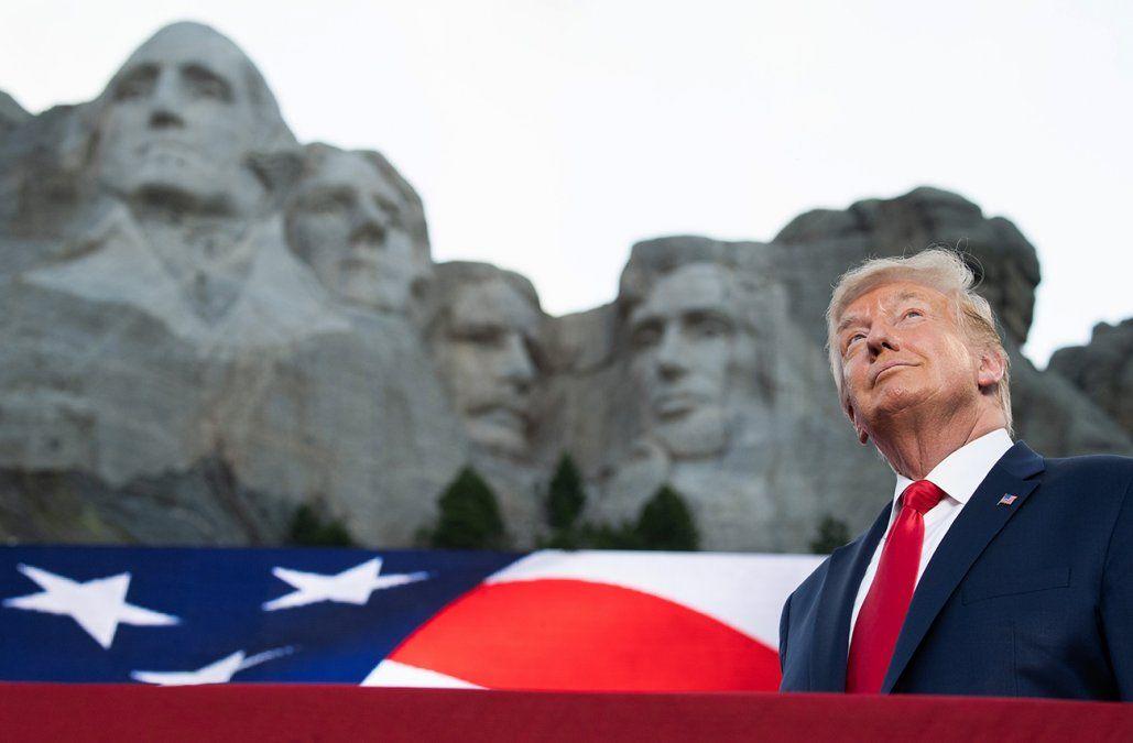 Trump celebró el 4 de Julio con un discurso de campaña electoral que evitó la propagación récord del Covid-19