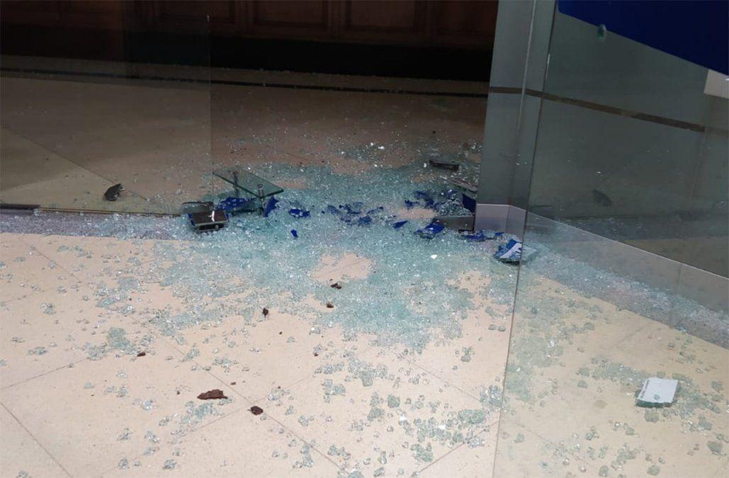 Delincuentes se tirotearon con la Policía tras intentar asaltar sucursal del BROU en Guichón