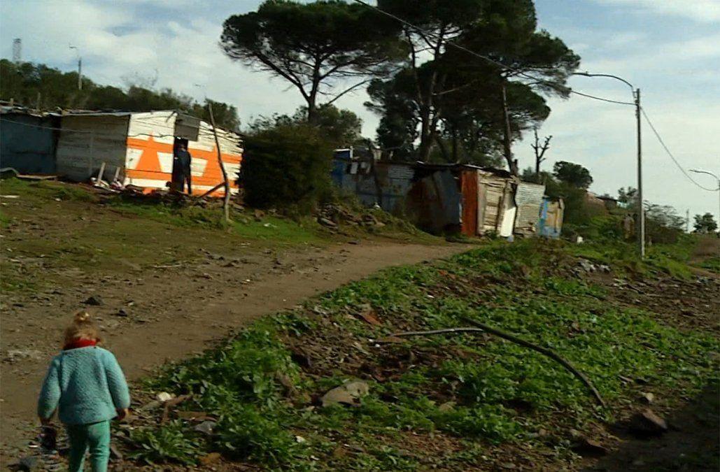 Vecinos de un asentamiento en el Cerro piden ser realojados tras negativa del Ministerio