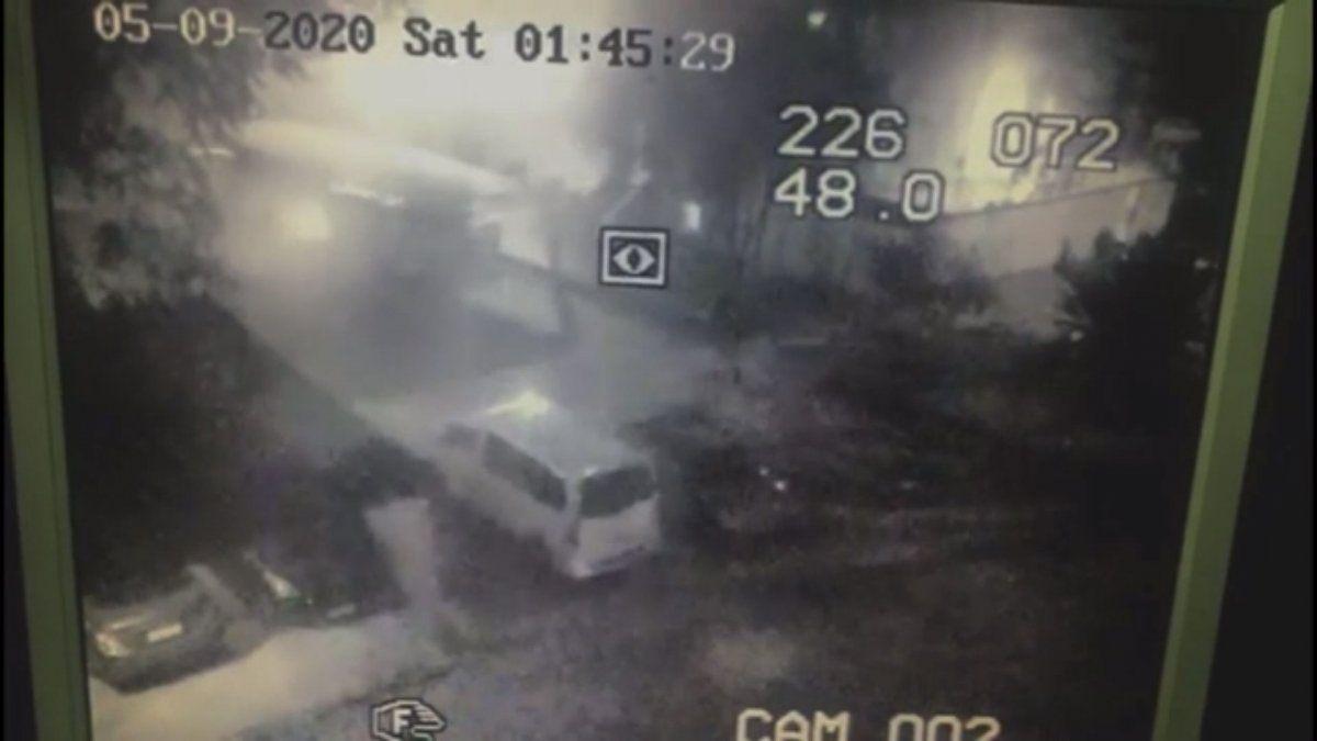 Imagen de televigilancia muestra el momento de ataque en plena madrugada del 9 de mayo