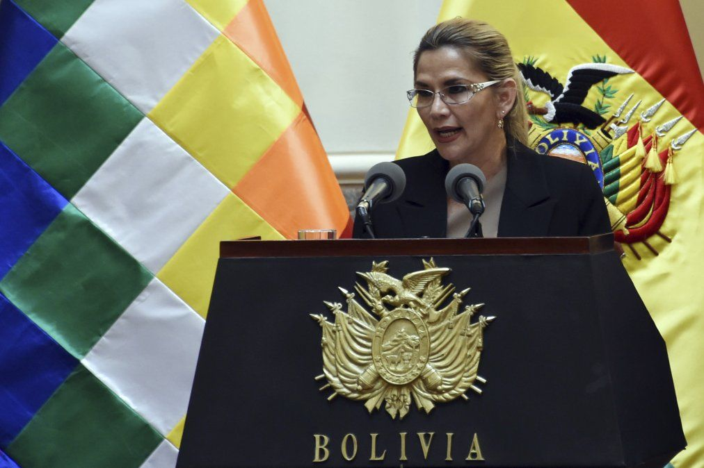 Presidenta de Bolivia dio positivo por Covid-19