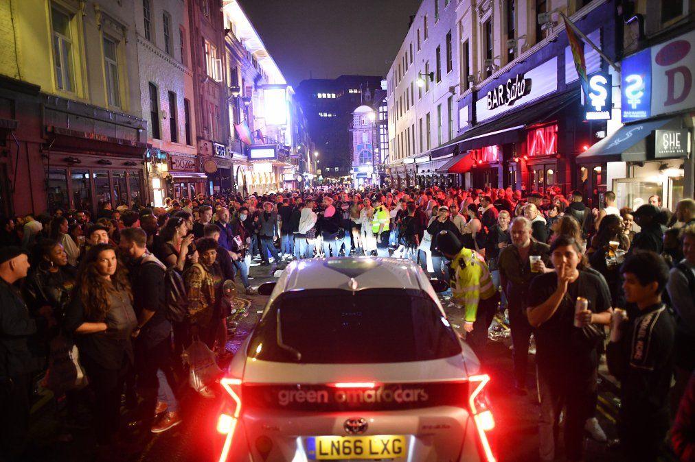 Los pubs en Inglaterra vuelven a abrir el sábado por primera vez desde finales de marzo.