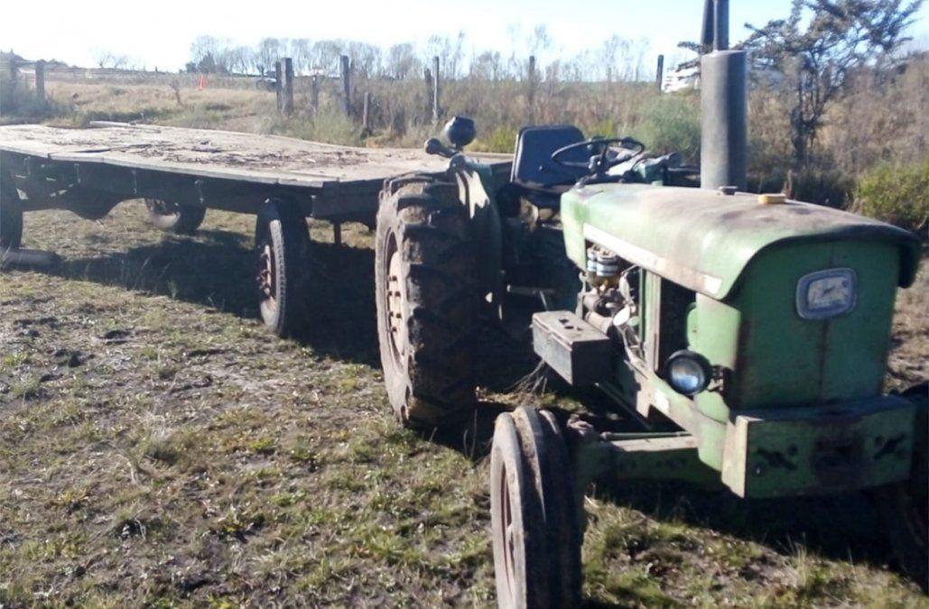 Una mujer y un niño fallecieron tras chocar contra la chata de un tractor