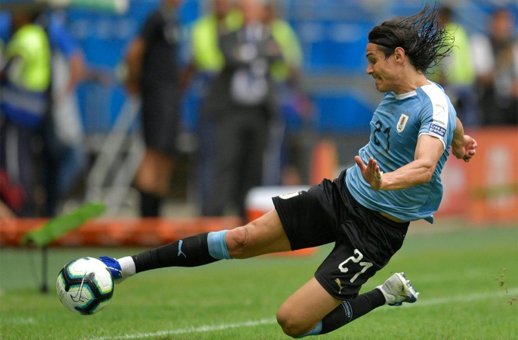 Cavani negocia con Benfica un contrato de tres años para llegar al club portugués