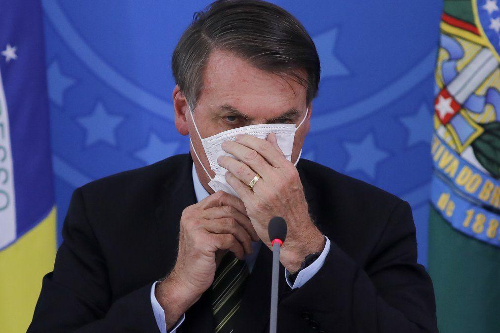 Bolsonaro, tras curarse de Covid-19 acusado de delito de lesa humanidad